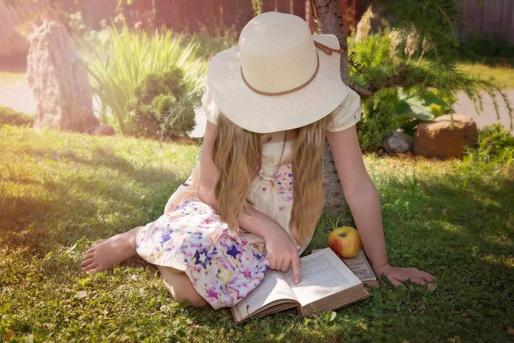 girl reading books min