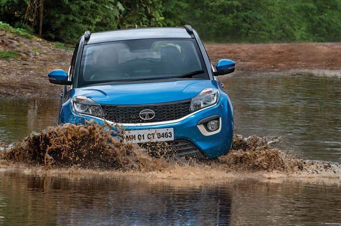 0 578 872 0 70 http   cdni.autocarindia.com ExtraImages 20180629063205 Tata Nexon LT water wading