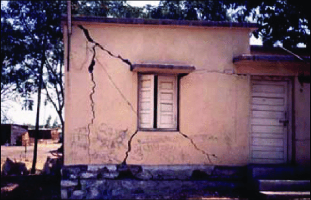 Shear cracks in unreinforced brick masonry building from the 1993 Killari earthquake