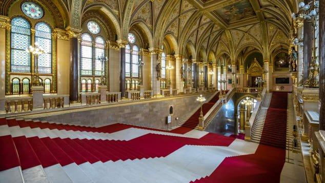 budapest-parliament-building---interior-shot--