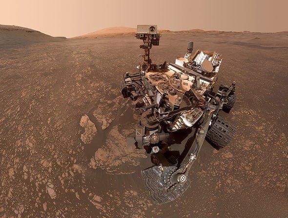 nasa-alien-proof-nasa-curiosity-mars-rover-photo-flying-bird-ufo-mars-conspiracy-1947952