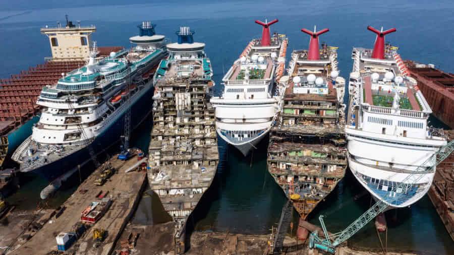 cruise-ships-broken