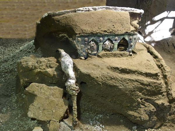 Pompeii old chariot001
